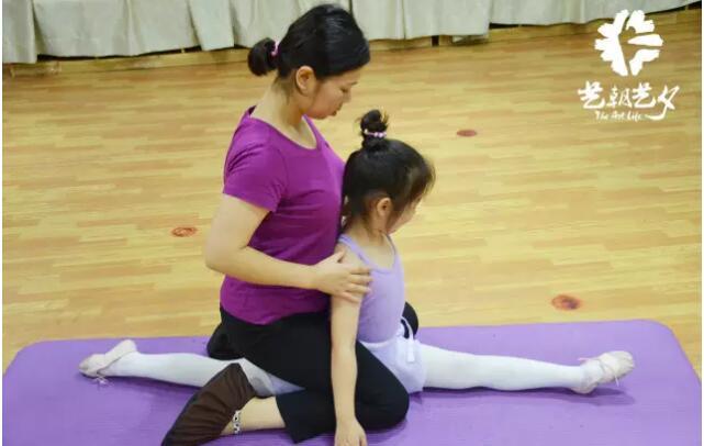 少儿中国舞竖叉课程.jpeg