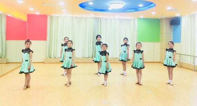 儿童舞蹈班学员风采.jpeg
