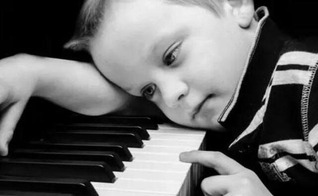 少儿钢琴小琴童.jpeg