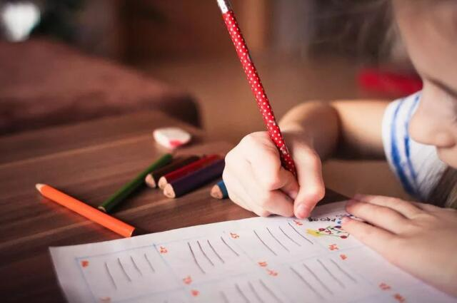 孩子写作业慢怎么办.jpeg