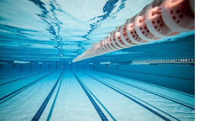 去游泳馆游泳.jpeg