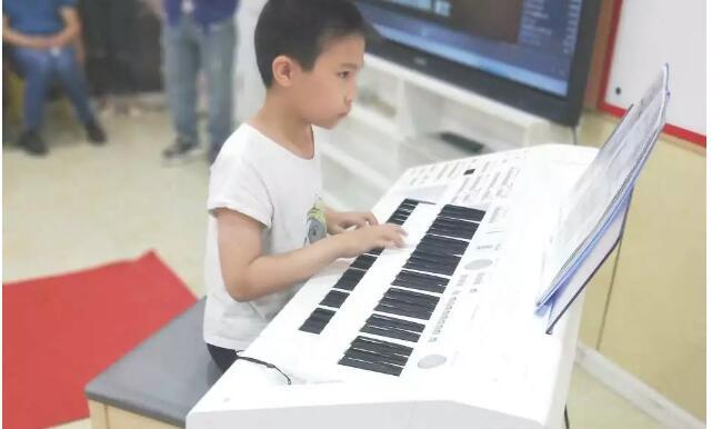 双排键演奏.jpeg