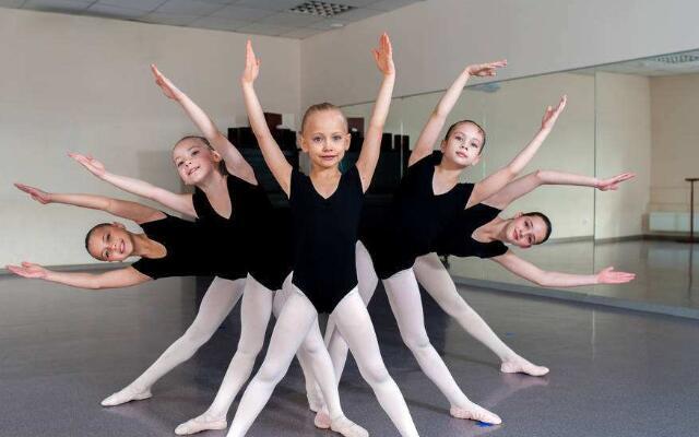 孩子学舞蹈几岁好.jpeg