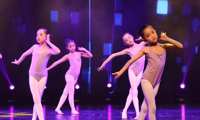 儿童学舞蹈.jpeg