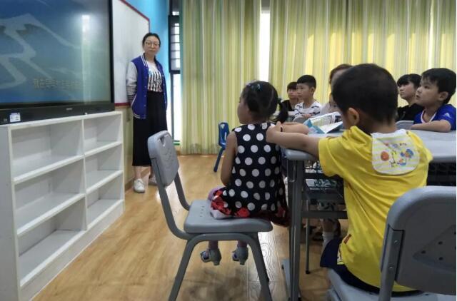 弗恩英语老师给孩子普及端午知识.jpeg