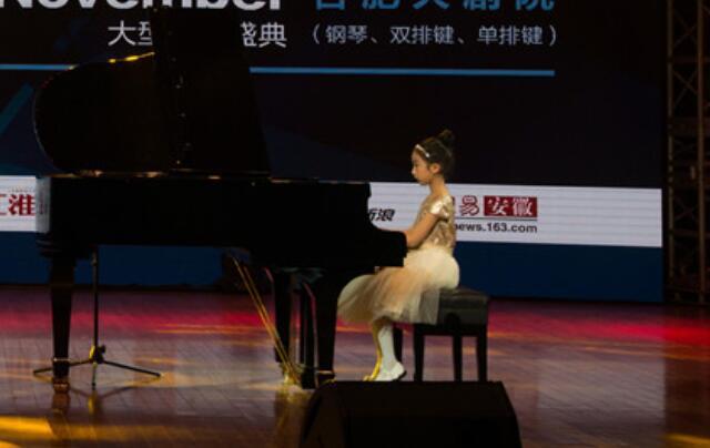 琴童练习钢琴.jpeg