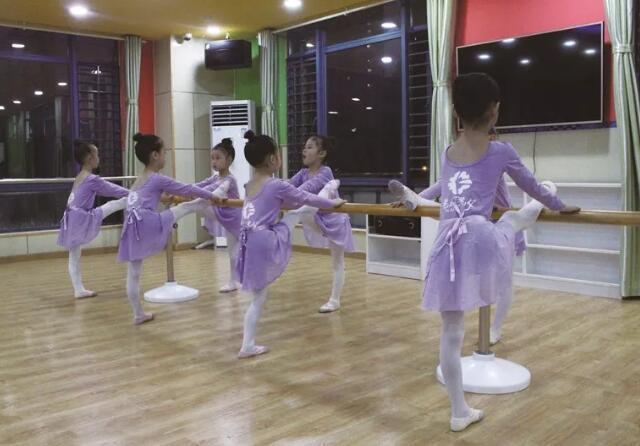 幼儿舞蹈基本功练习.jpeg