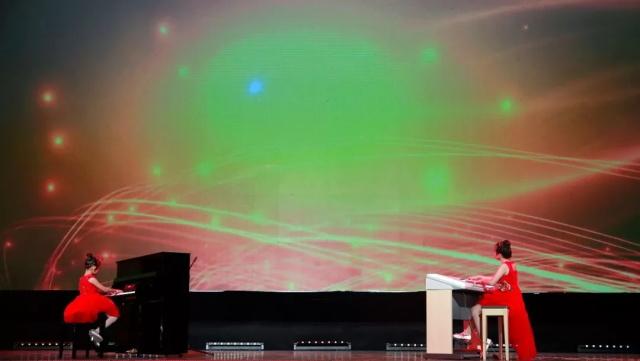钢琴和双排键弹奏.jpeg