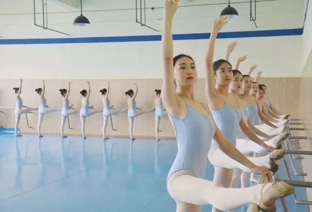 舞蹈基本功練習.jpeg