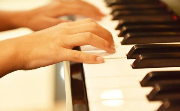 宝宝学钢琴哪家好.jpeg