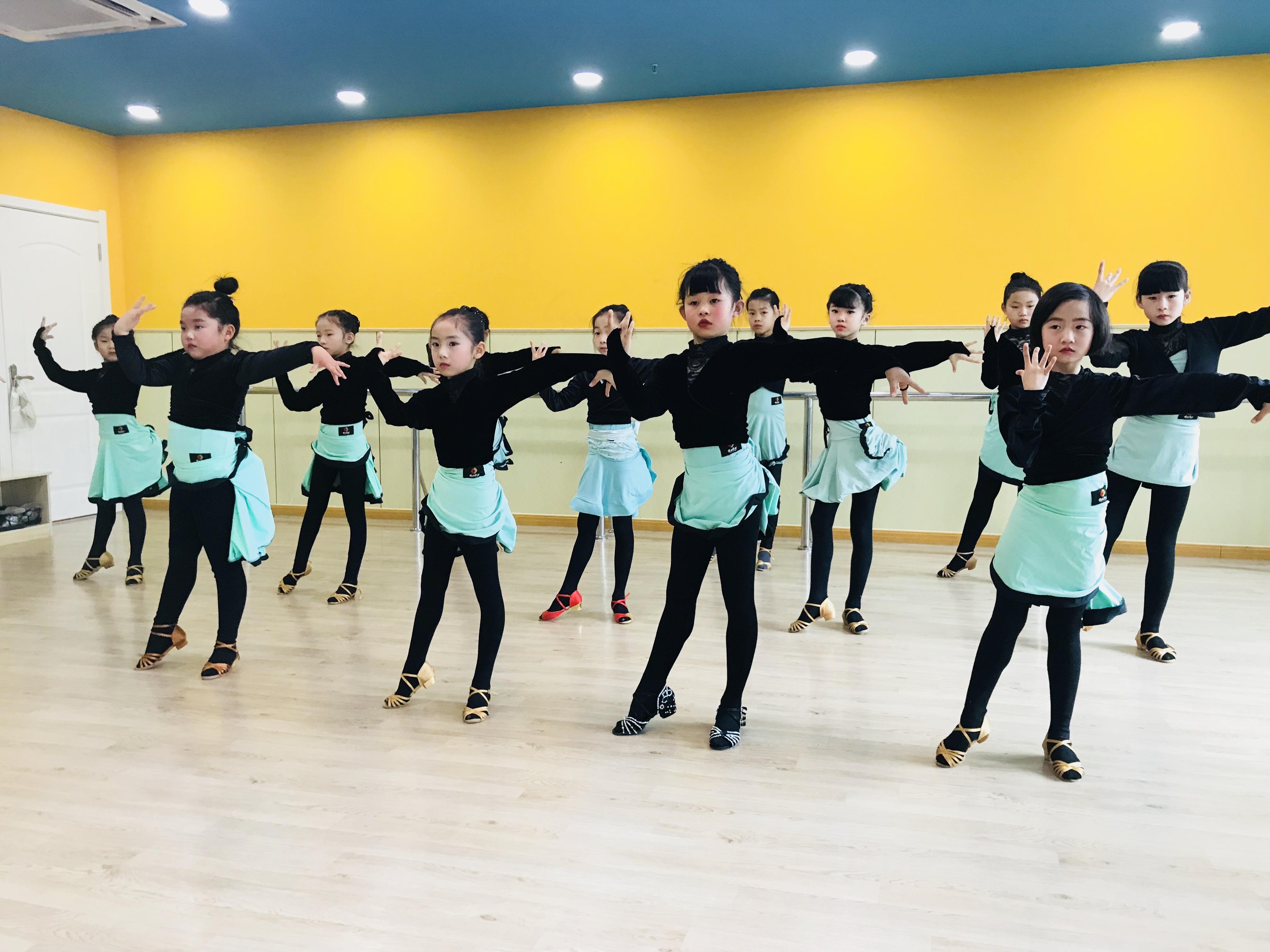 少儿拉丁舞基础入门教学.jpeg