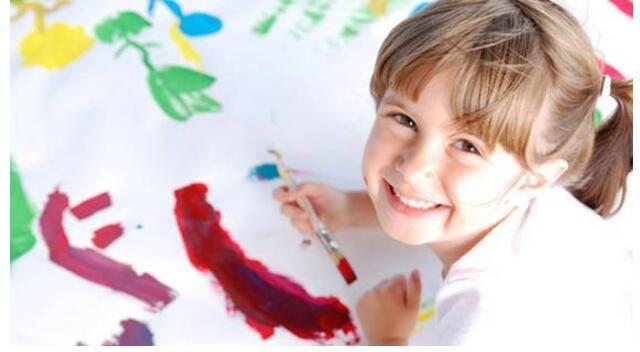 女孩学画画.jpeg