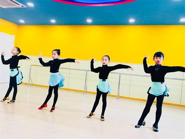 艺朝艺夕拉丁舞培训班学员