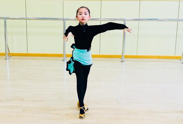 小女孩拉丁舞培训班