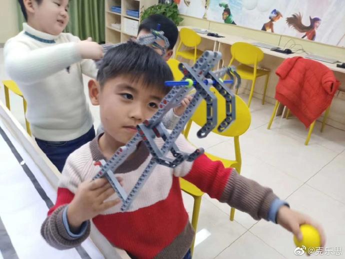 学乐高机器人教育的最佳年龄