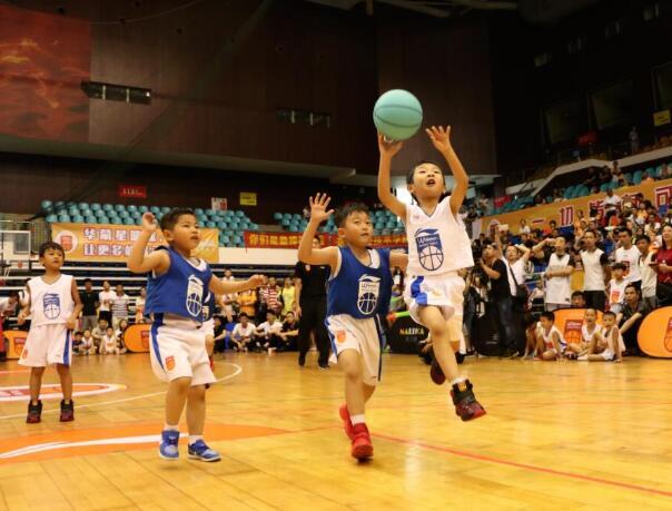幼儿学篮球的好处