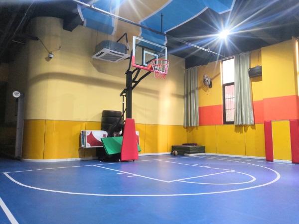 跑沃尔篮球运动馆
