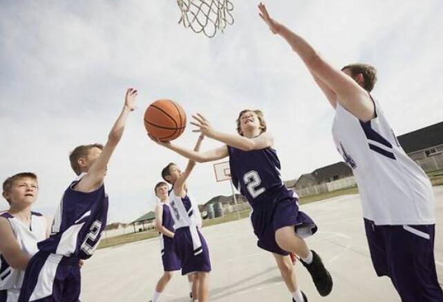 男孩多大适合学打篮球