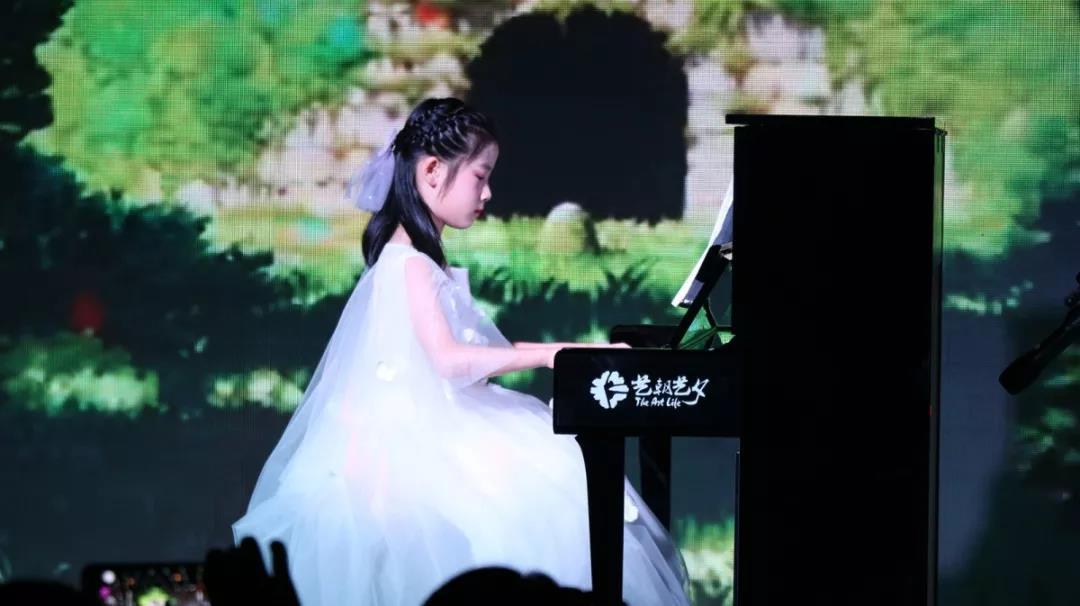 音乐会艺朝艺夕钢琴