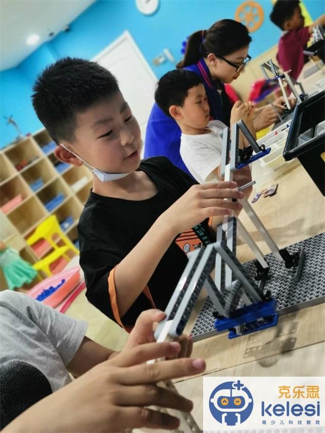 克乐思学员参加乐高机器人活动