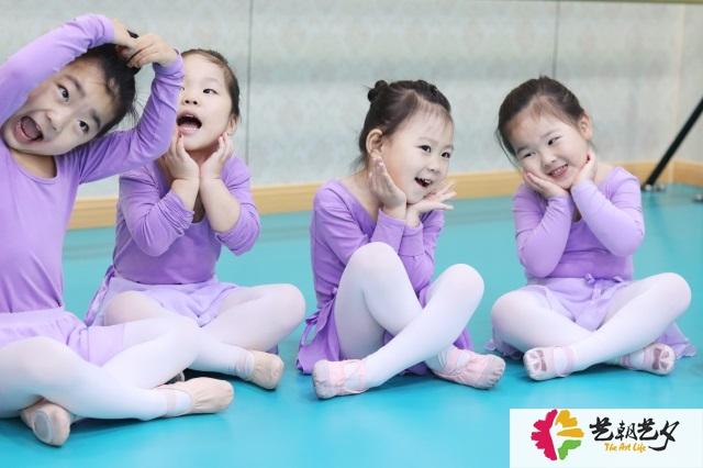 艺朝艺夕舞蹈兴趣班学员