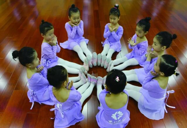 幼儿学舞蹈